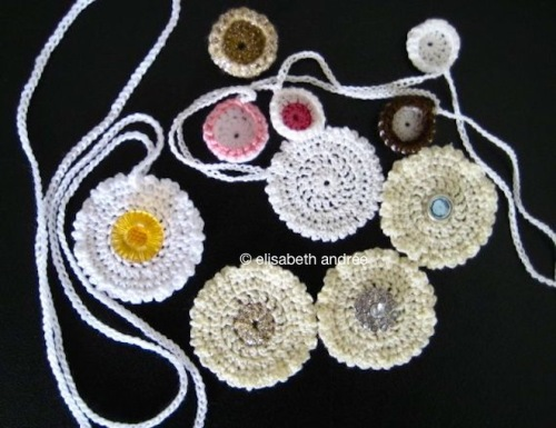 crochet pendant and little cups - elisabeth andrée
