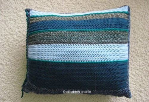 Stripy_pillow_9905