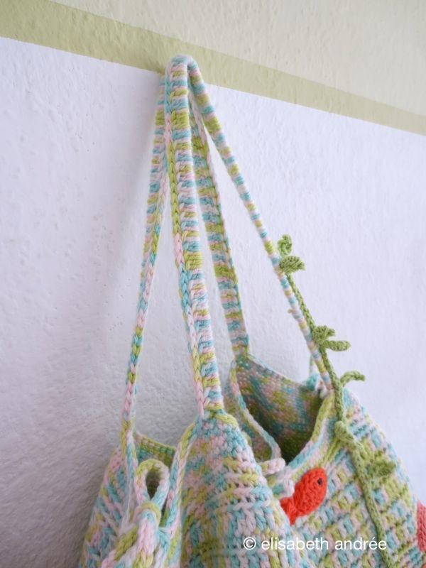 handles of storage bag