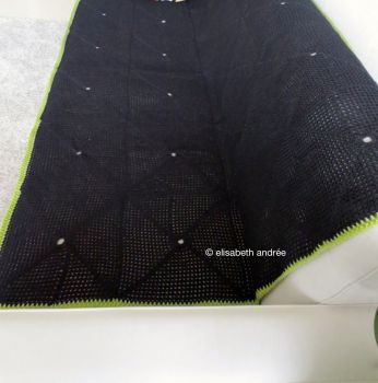 black blanket with green edge