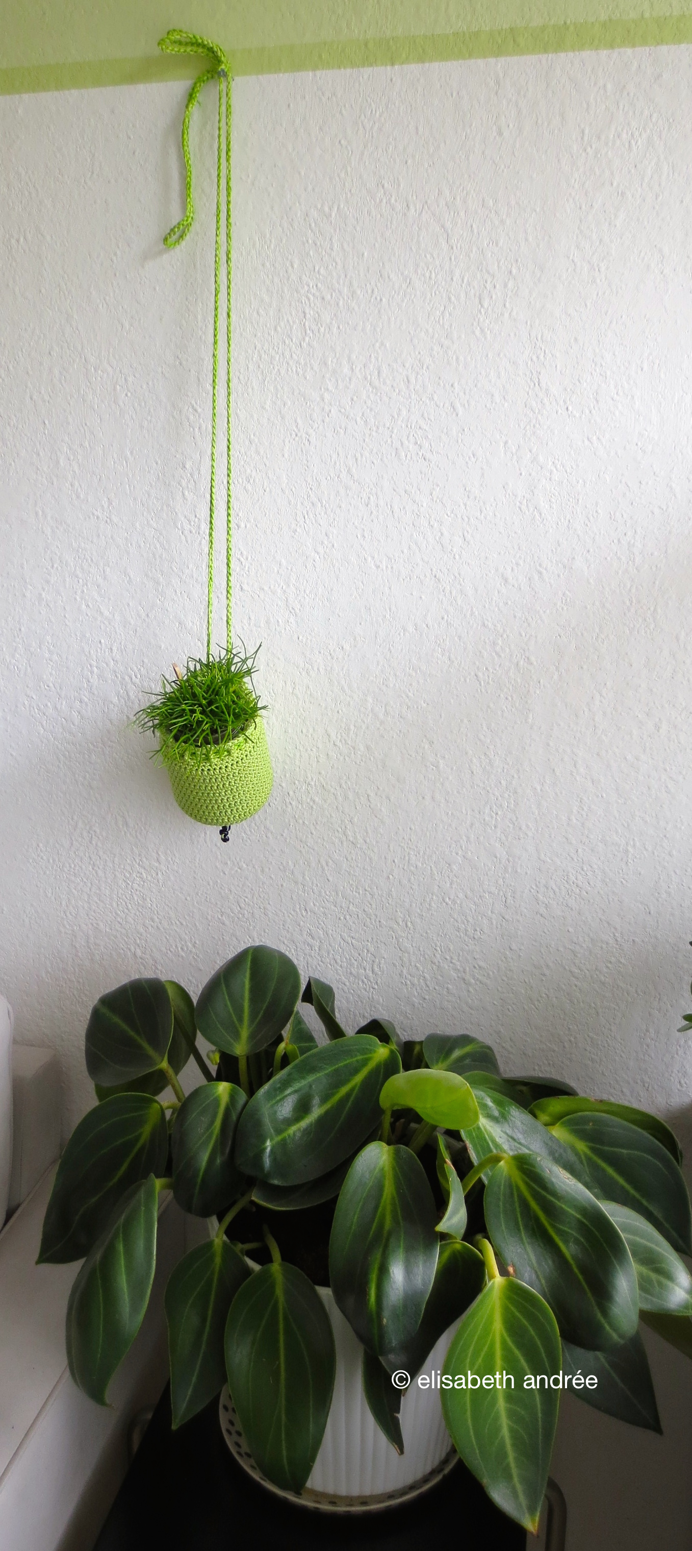 How to crochet a planthanger elisabeth andr e - Cool looking house plants ...