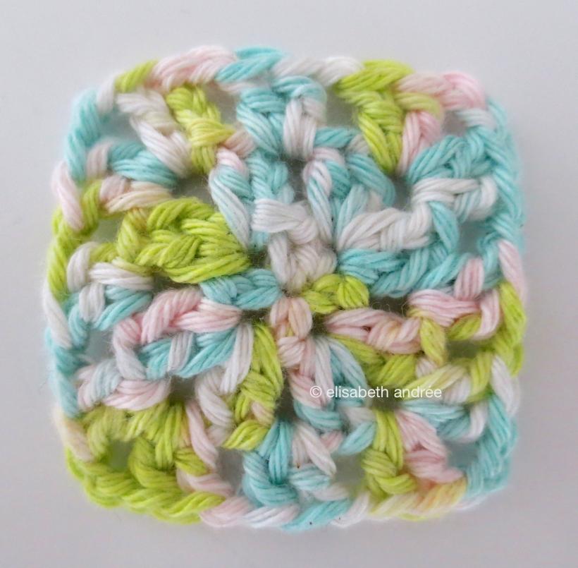 small crochet square - three rows