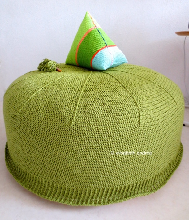 wip: green crochet pouf