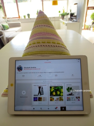 crochet pyramid for iPad on the table