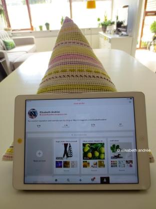 crochet pyramid for iPad on the table