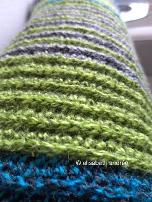 close up of crochet ribbing blanket by elisabeth andrée