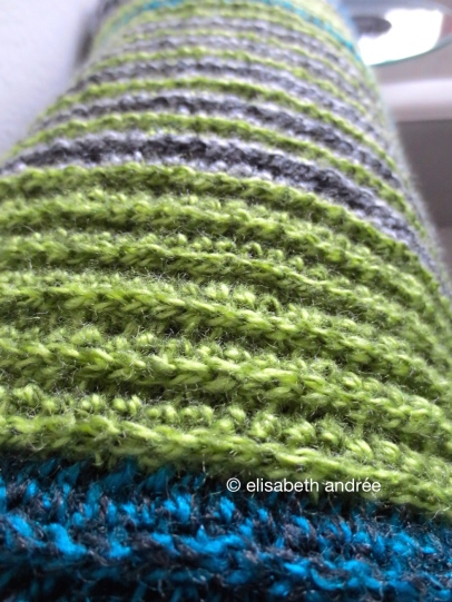 close up of crochet ribbing blanket by elisabeth andrée