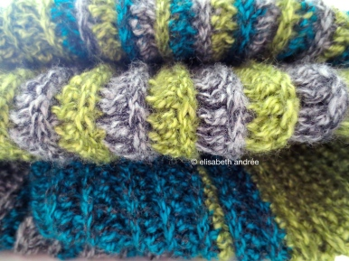 soft ribbels crochet blanket close up 2