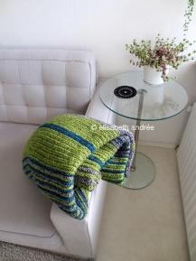 soft ribbels crochet blanket folded