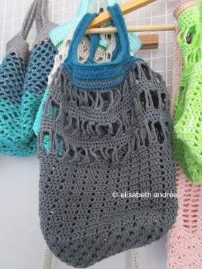 crochet supermarket bag in anthracite and petrol
